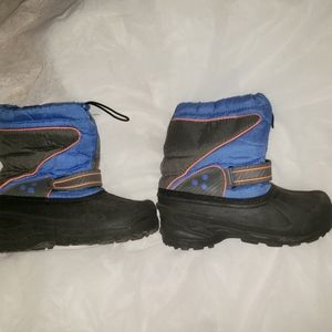 Boy's snow boots